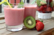 Strawberry Kiwi Fruit Smoothie